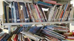 boekenplank vóór sanering